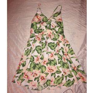 Gorgeous Tropical Floral Dress 🌺✨